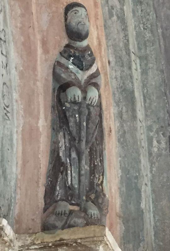 Relieffigur des Heiligen Paulus am romanischen Portal der Kirche von Holzmengen, Hosman im Harbachtal