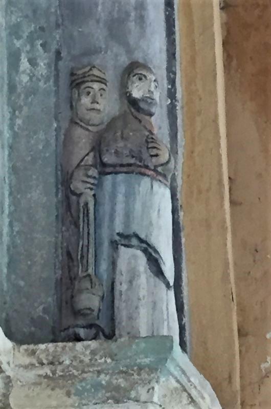 Detail des romanischen Portals der Kirche von Holzmengen in Siebenbuergen