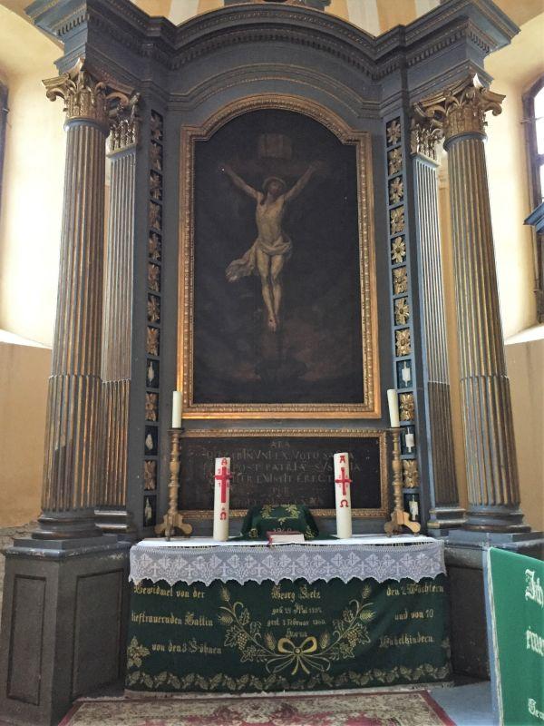 Altar der evangelischen Kirche von Holzmengen in Siebenbuergen