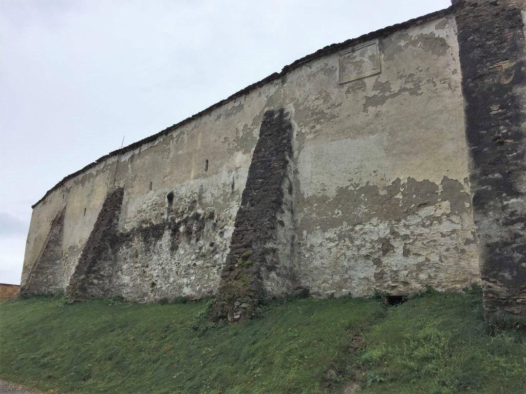 Wehrmauer der Kirchenburg von Holzmengen, Hosman in Siebenbuergen
