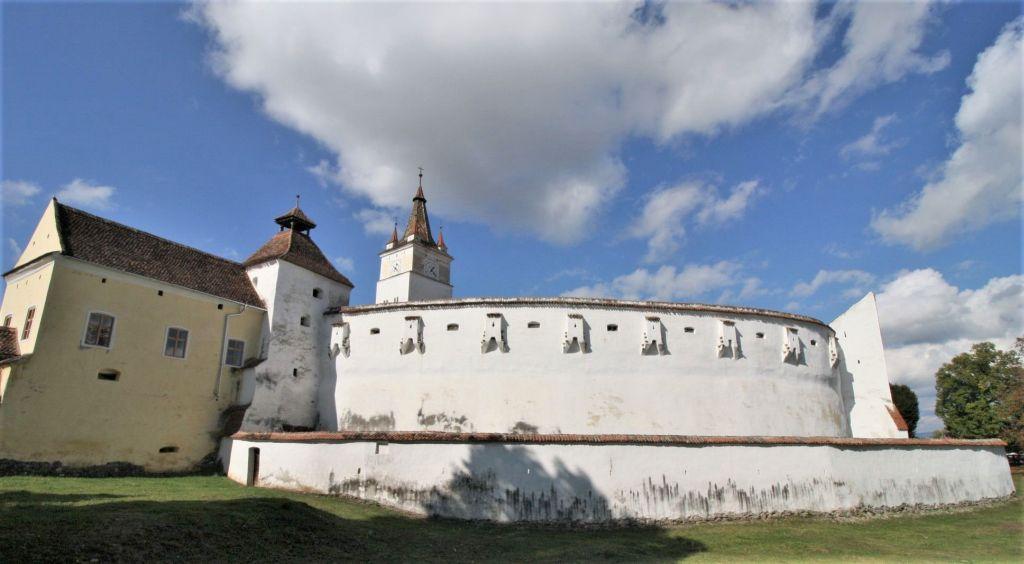 Kirchenburg mit Wehrgebaeude, Fleischer- und Kirchturm dervon Honigberg
