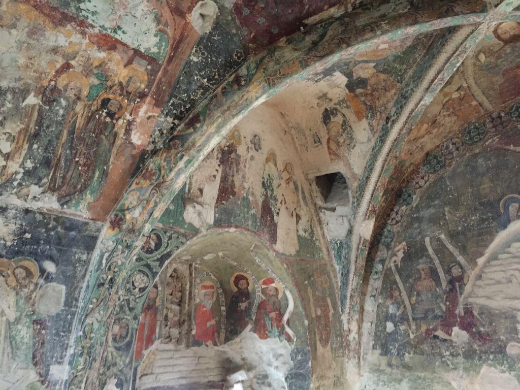 mit Fresken ausgemalte Kapelle im Ostturm der Kirchenburg von Honigberg
