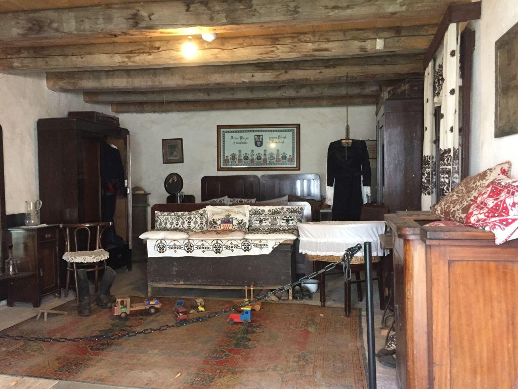 saechsisces Wohnzimmer im Heimatmuseum in der Kirchenburg von Honigberg
