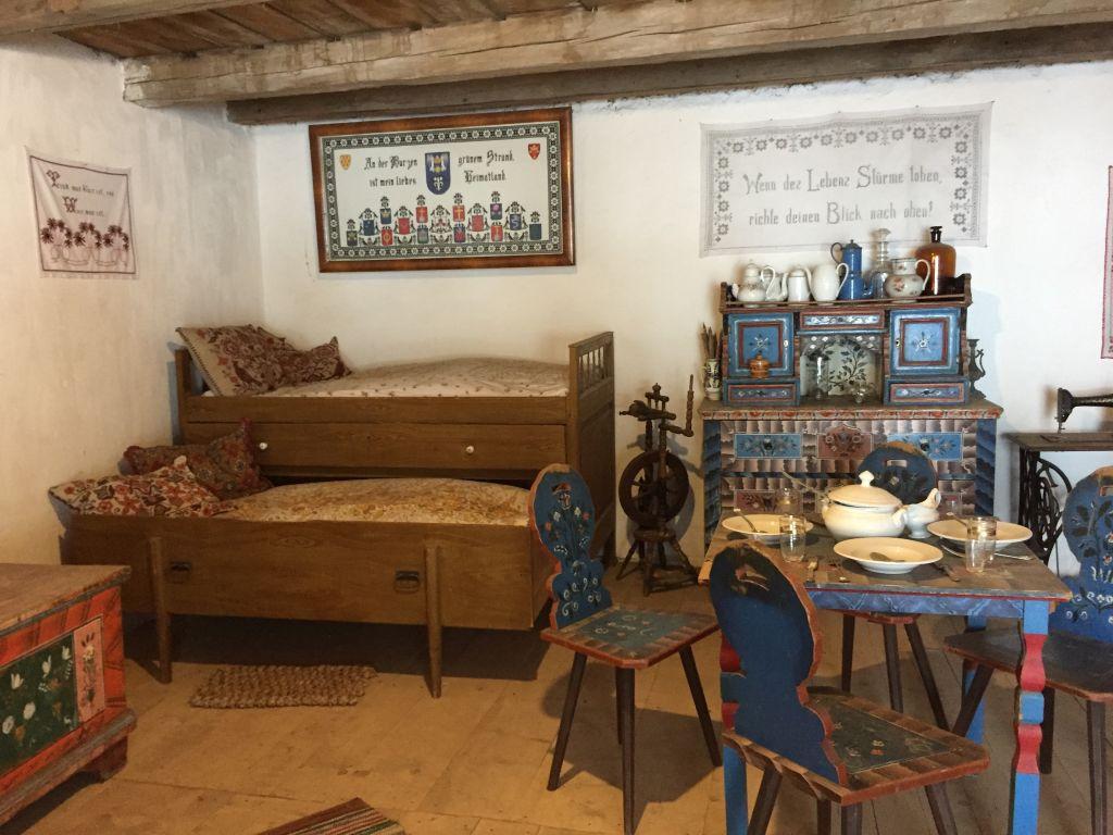saechsische Stube im Heimatmuseum in der Kirchenburg von Honigberg
