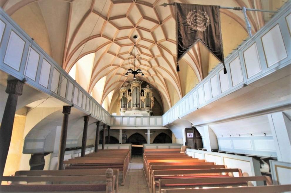 Innenansicht mit Orgel der Wehrkirche von Valea Viilor, Wurmloch, Siebenbuergen