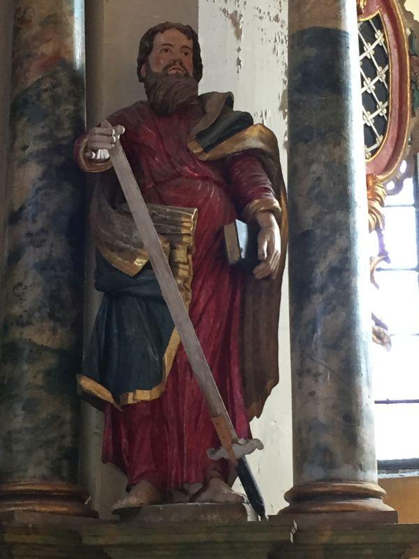 Altarfigur Paulus mit Schwert in der Wehrkirche von Wurmloch