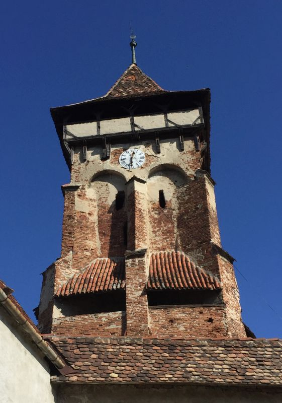 Glockenturm der UNESCO-Kirchenburg in Valea Viilor, Wurmloch