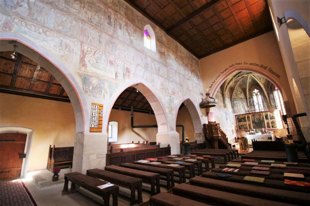 Innenraum der saechsischen Wehrkirche in Malancrav