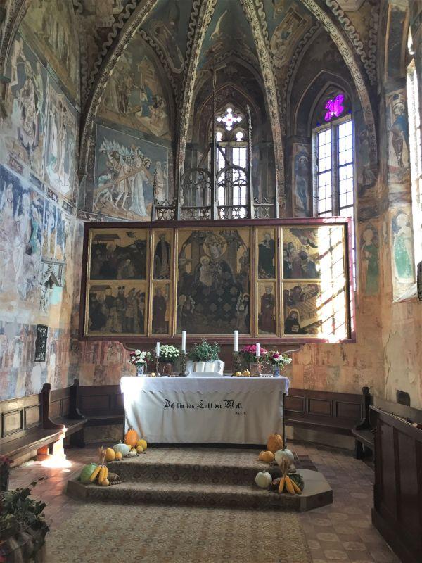 Chorraum mit Altar in der Wehrkirche von Malmkrog in Siebenbuergen