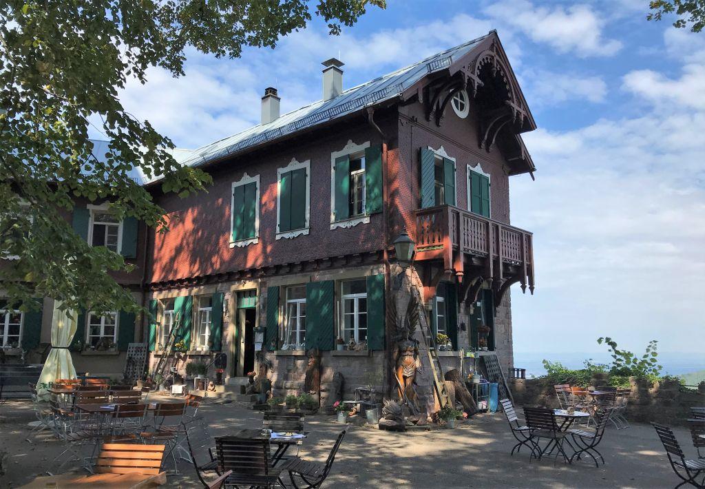 Gasthof auf der Burgruine Yburg