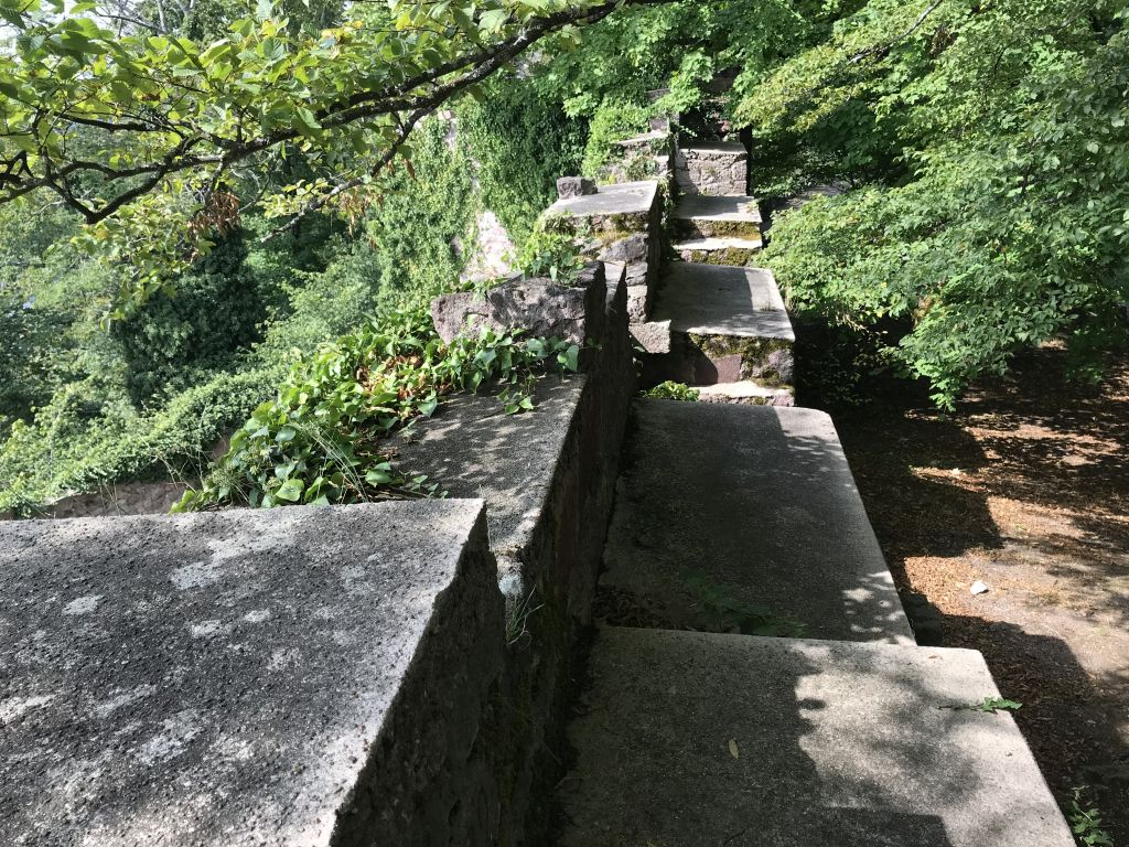 Ringmauer mit Wehrgang