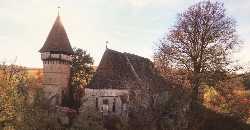 Kirchenburg in Magarei; Fotografie aus dem Bildband Ueber Siebenbuergen