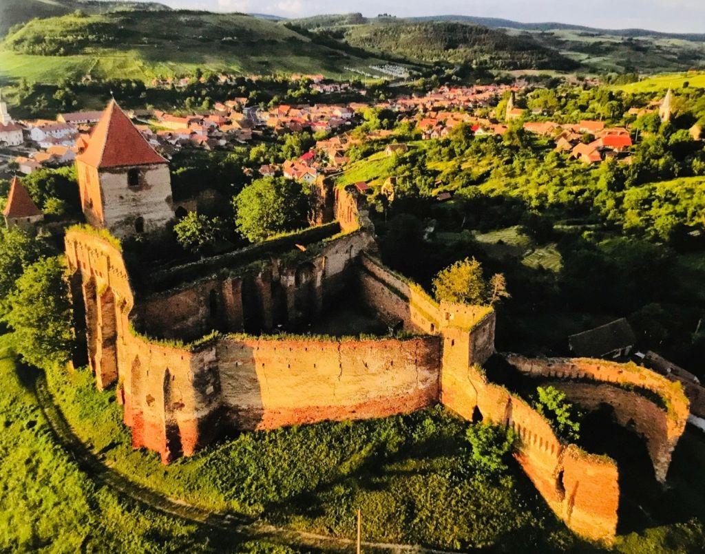 Ruine der Stolzenburg; Fotografie aus dem Bildband Ueber Siebenbuergen