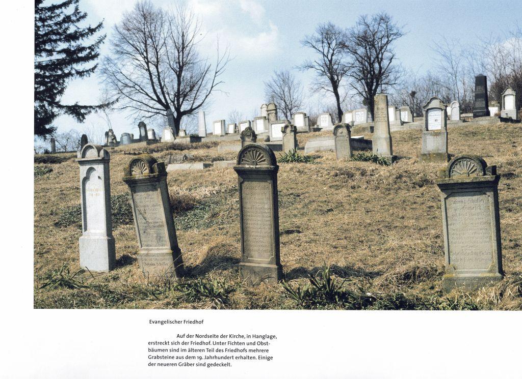 Friedhof in Hahnbach, Siebenbuergen; Fotografie aus dem Bildband Hermannstadt und das Alte Land
