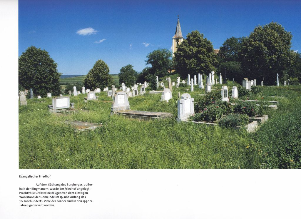 Friedhof in Burgberg Siebenbuergen; Fotografie aus dem Bildband Hermannstadt und das Alte Land