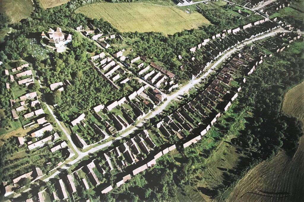 Luftbild von Deutsch-Weisskirch aus dem Bildband Das Repser und das Fogarascher Land