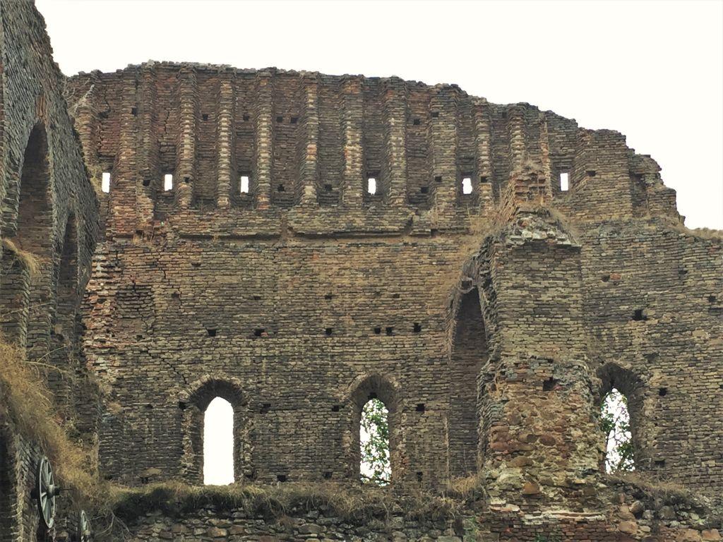 Ruine des Saalbaus auf der Stolzenburg in Siebenbuergen