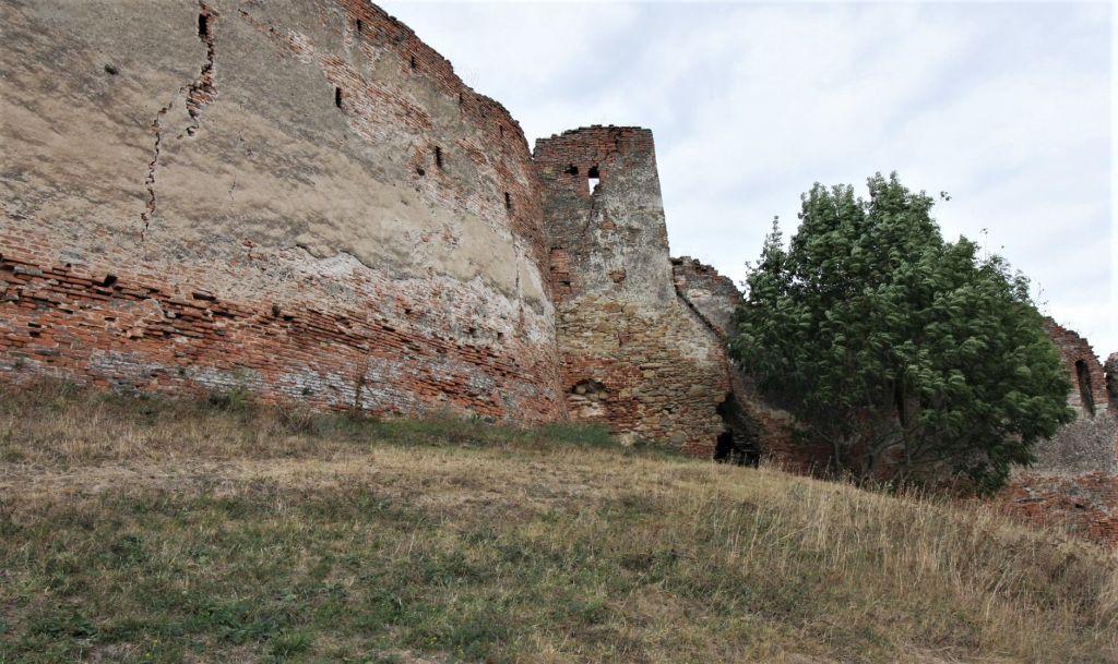 Mauerring mit Schiessscharten auf der Stolzenburg in Slimnic
