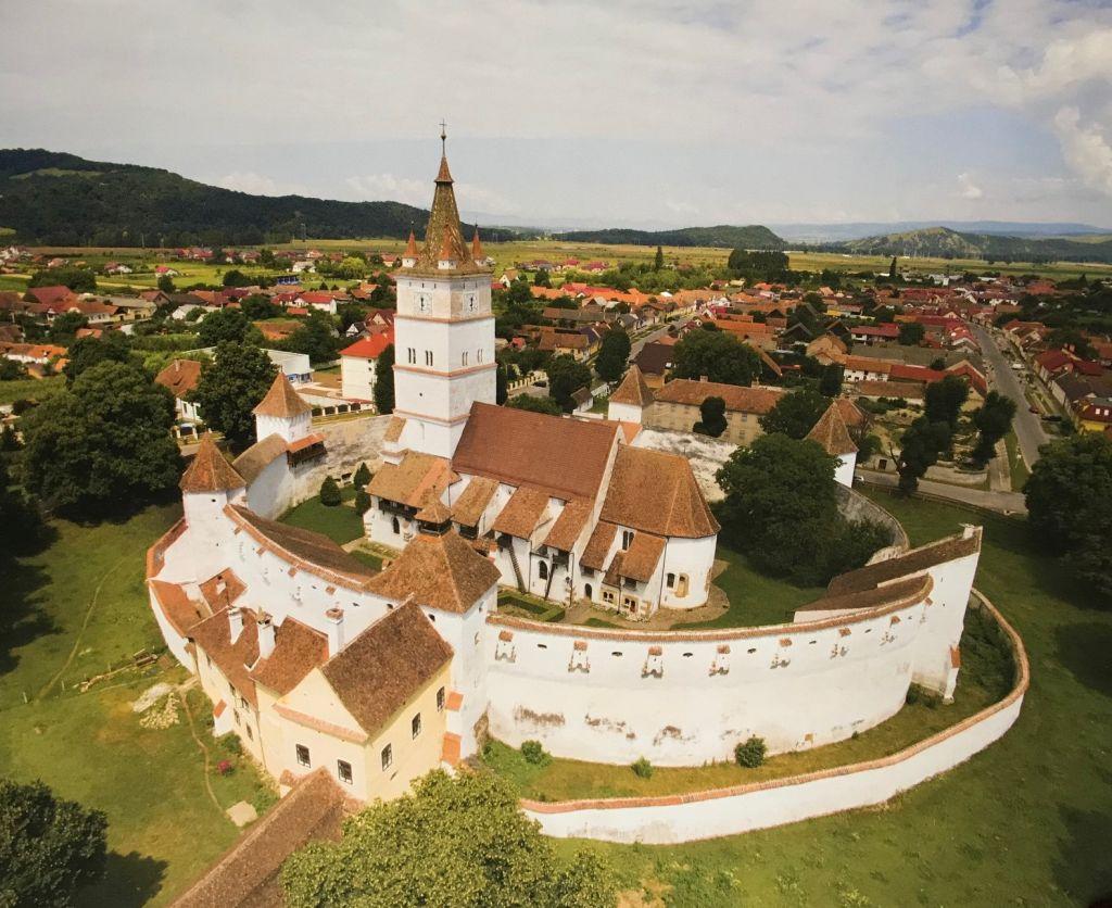 Kirchenburg von Honigberg; Fotografie aus dem Bildband Ueber Siebenbuergen