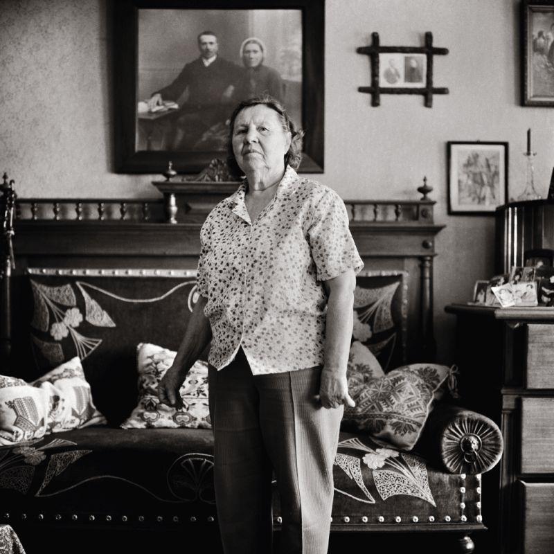 Fotografie Sofia Nicolescu geb. Frank aus Schoenberg; Bildband Siebenbuergen suesse Heimat von Thomas Heller