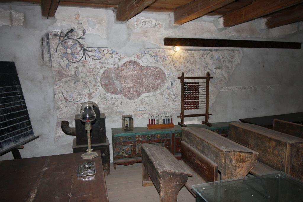 Alte Schule in der Kirchenburg von Tartlau in Siebenbuergen