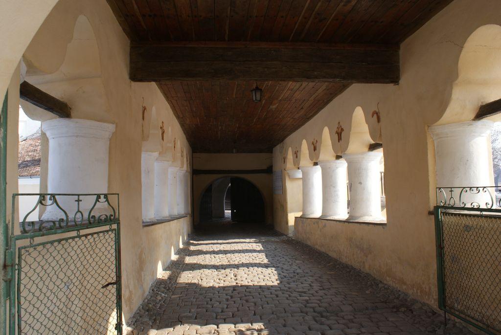 Arkadengang der Kirchenburg von Tartlau / Prejmer