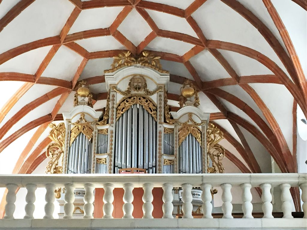 Orgel in der Heilig Kreuz Kirche in Tartlau in Siebenbuergen