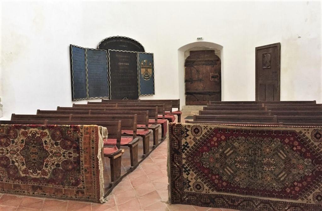 Schmuckteppiche in der Heilig Kreuz Kirche in Tartlau