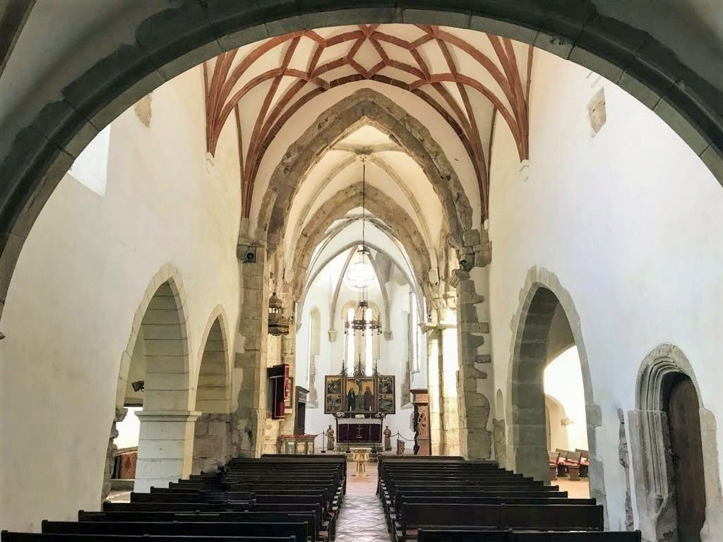 Innenraum in der Heilig Kreuz Kirche in Tartlau in Siebenbuergen