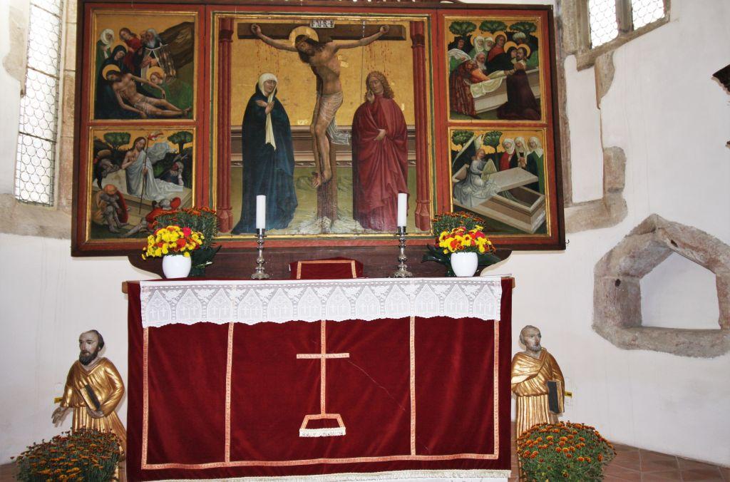 Altar in der Heilig Kreuz Kirche in Tartlau in Siebenbuergen