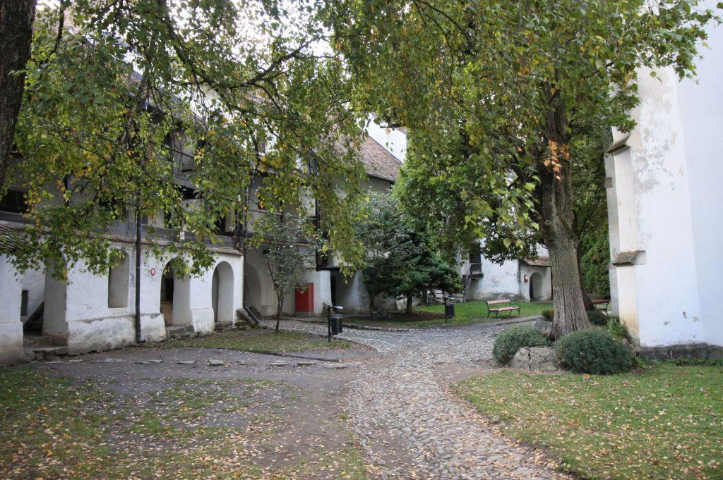 Burghof der Kirchenburg von Tartlau / Prejmer