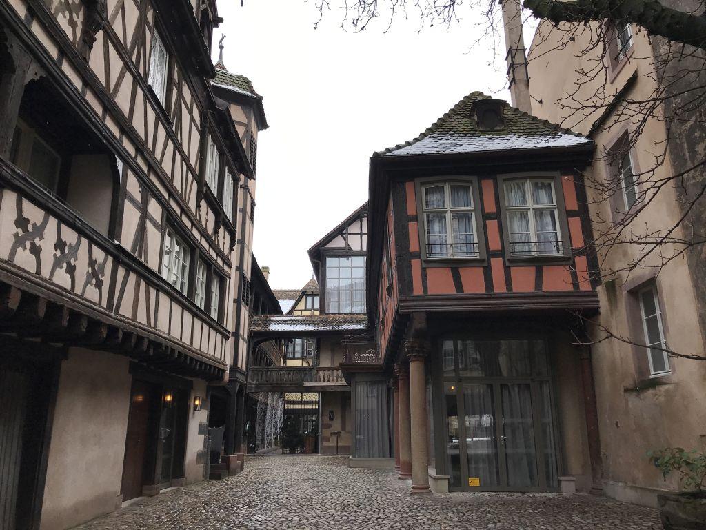 Cour du Corbeau - Rabenhof in Strassburg mit Fachwerkhaeusern aus dem 16. Jahrhundert