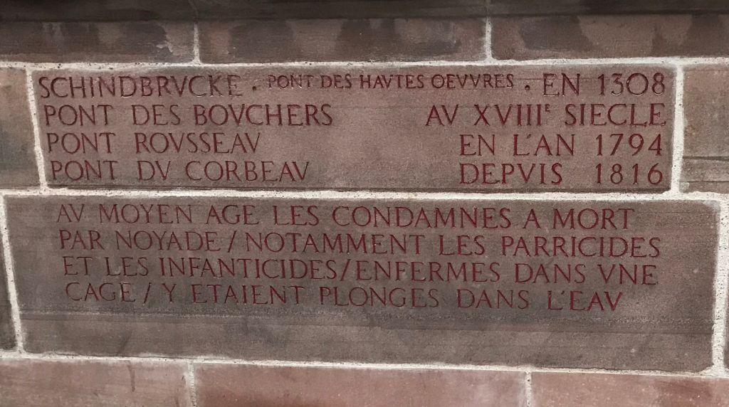 Inschrift auf der Pont du Corbeau in Strassburg, Elsass
