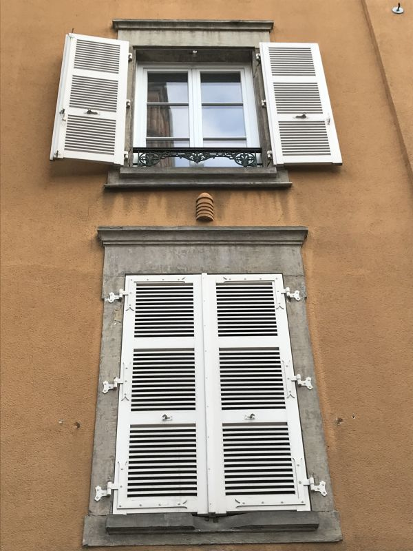 Granate aus dem 1870-er Krieg an einer Hausfassade in Strasbourg