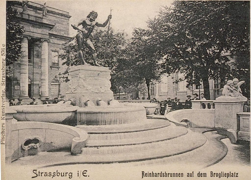 alte Postkartenansicht des Place Broglie mit der Statue des Vater Rheins in Strasbourg