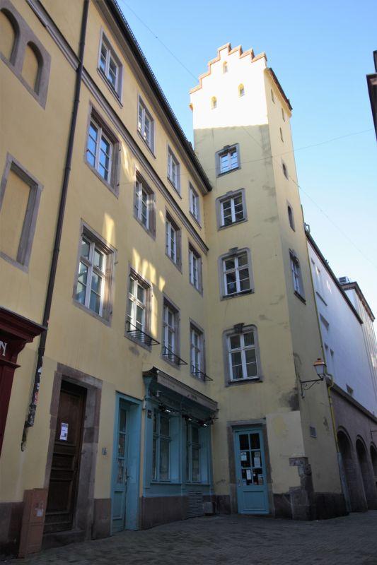 zinnengekroenter Wohnturm aus dem 13. Jahrhundert der Familie Liebenzeller in der Rue du Seigle in Strassburg