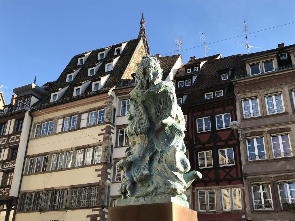 Blick vom Place des Tripiers auf die Spitze des Strassburger Muensters