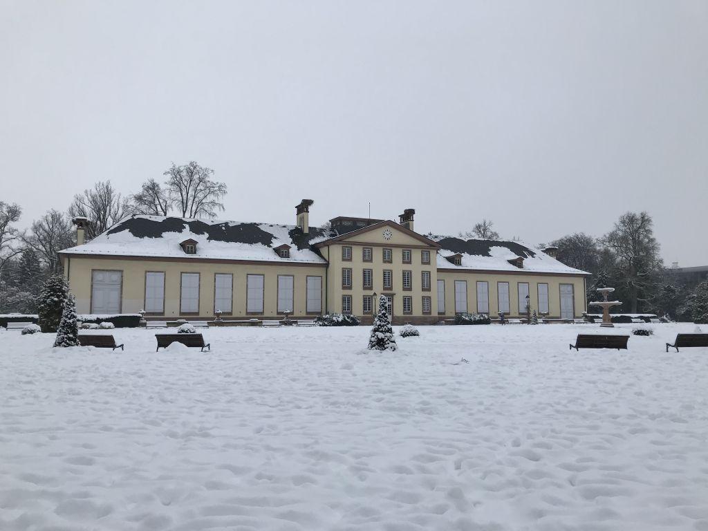 verschneiter Joséphine-Pavillon im Parc de l'Orangerie in Strassburg
