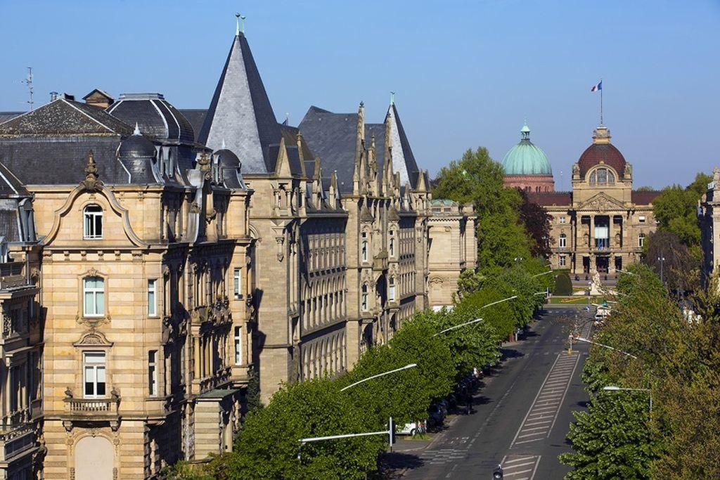 Avenue de la Liberté mit Kaiserpalast im Hintergrund, Strasbourg