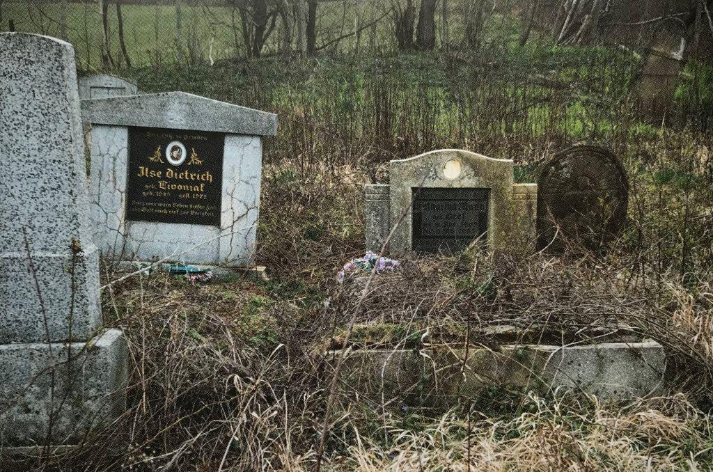 Friedhof in Maniersch aus dem Buch Einblicke ins Zwischenkokelgebiet von Martin Rill