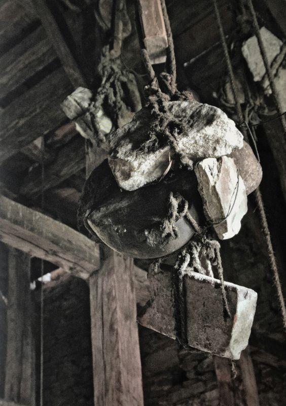 ausgefallene Uhrgewichte aus dem Bildband Stillleben nach dem Exodus von Peter Jacobi