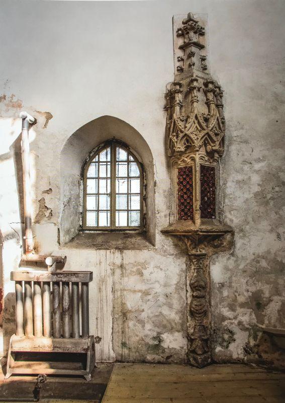 gotisches Sakramentshaeuschen in der Kirche von Grossprobstdorf aus demBuch Siebenbuergen Bilder einer Reise 2 von Peter Jacobi