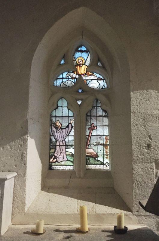 Glasfenster mit dem Heiligen Maudez in der Kirche Ker Maria an Iskuit