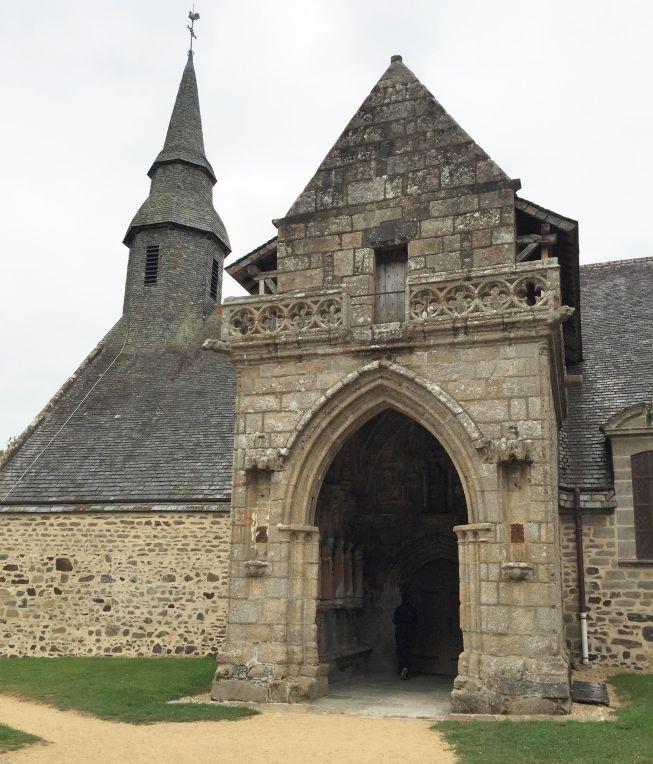 Chapelle Kermaria an Iskuit; Vorhalle und achteckiger Glockenturm
