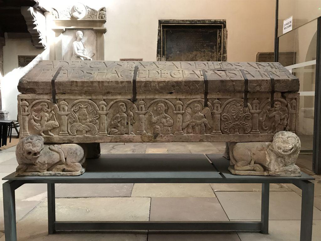 Sarkophag von Bischof Adeloch in der Kirche Sankt Thomas in Strassburg, Elsass
