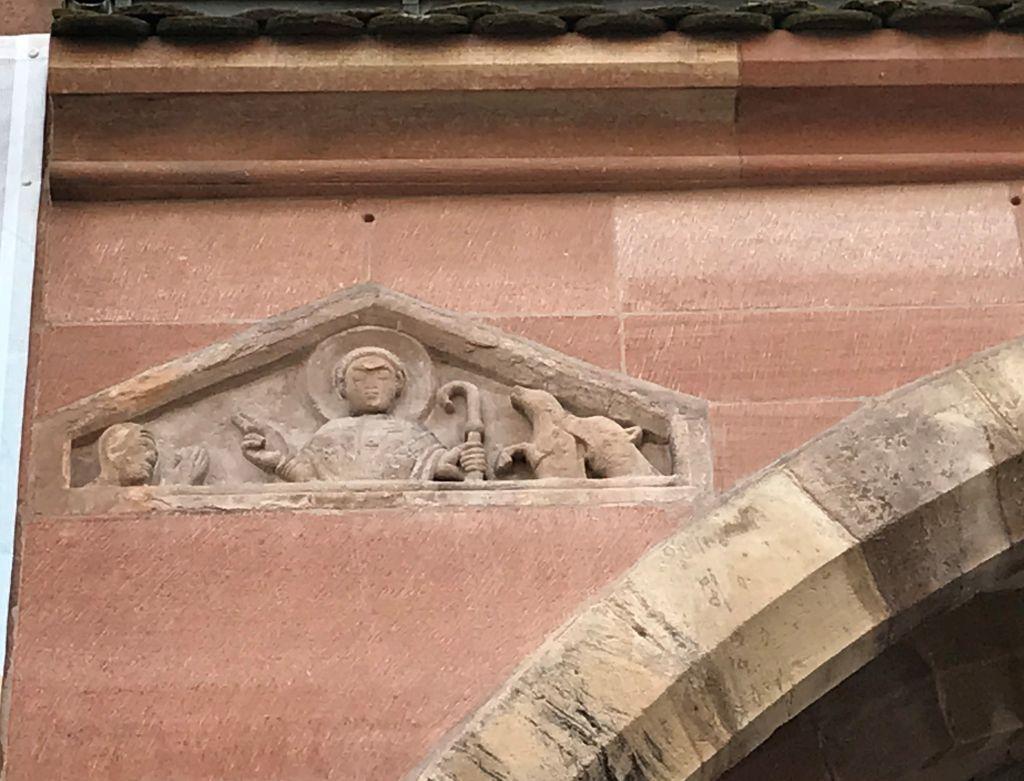 Tympanon mit dem Heiligen Blasius an der Nordfassade der Eglise Saint Thomas in Strasbourg