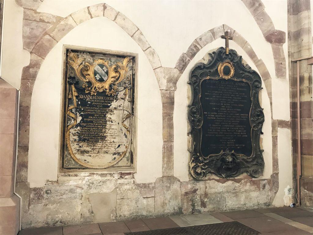 Suedwand mit gotischen Spitzboegen in der Eglise Saint Thomas in Strasbourg