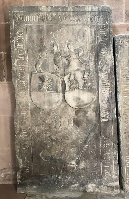 mittelalterliche Grabplatte in der Thomaskirche in Strassburg, Frankreich