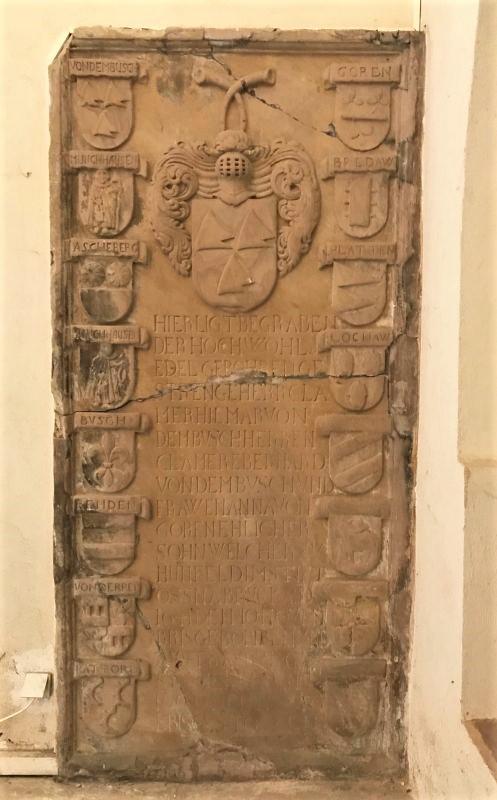mittelalterliche Grabplatte in der Thomaskirche in Strasbourg, Elsass