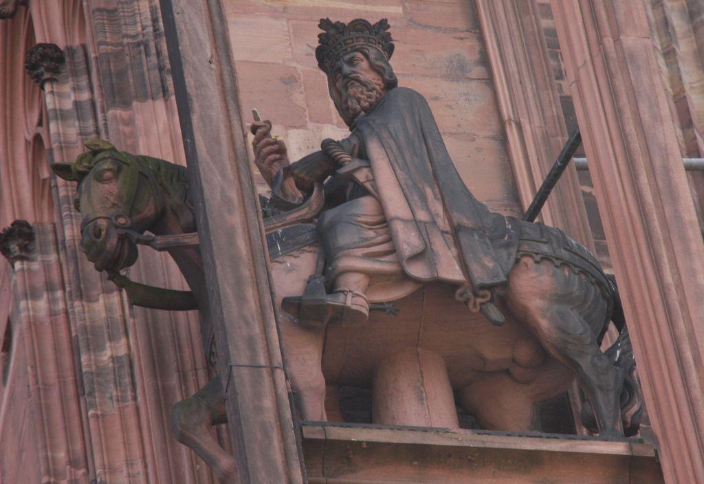Reiterfigur Koenig Ludwig der Fromme an der Kathedrale von Strassburg